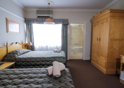 Midway Inn - Twin Room
